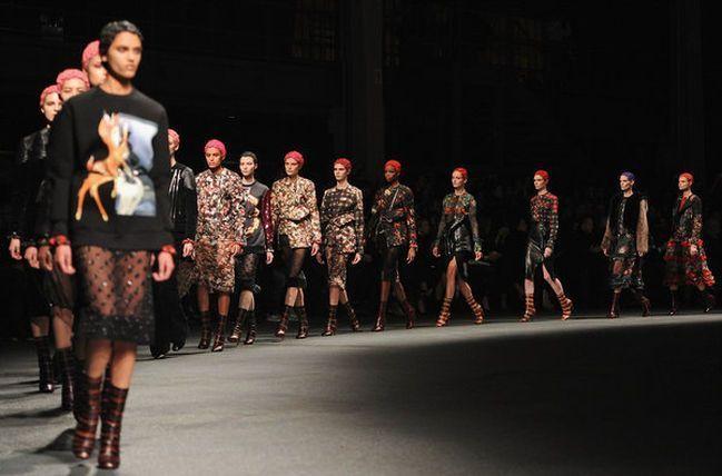 Givenchy abre su desfile al público